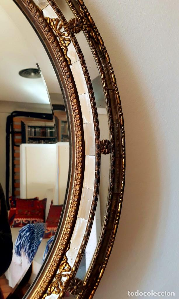 Antigüedades: Gran Espejo Antiguo Años 40. Posiblemente España o Francia. Con decoración en Latón. - Foto 4 - 149811750