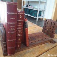 Antigüedades: SUJETALIBROS PRECIOSO DE MADERA LABRADA. ANTIGUO. BUEN ESTADO. EXTENSIBLE. . Lote 149818566