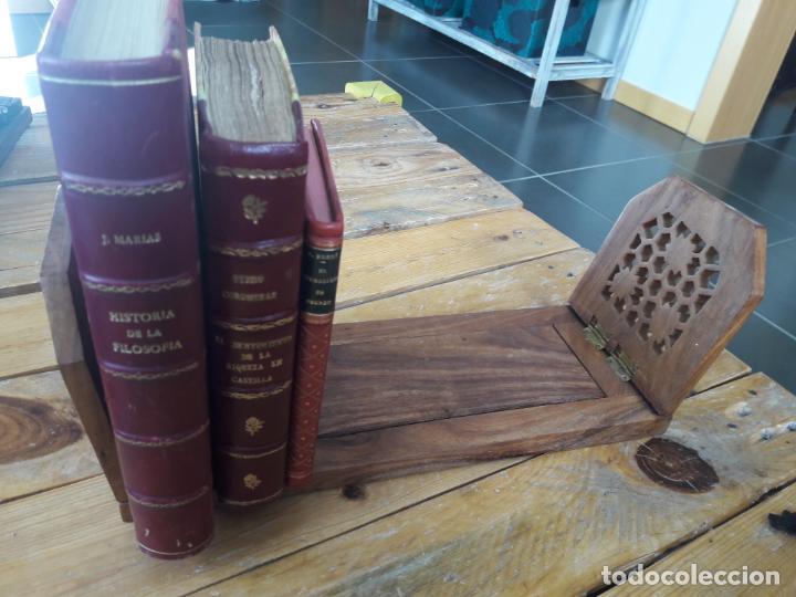 PRECIOSO SUJETALIBROS DE MADERA, ANTIGUO. EXTENSIBLE. DE 33CM A 47CM APROX. (Antigüedades - Hogar y Decoración - Otros)