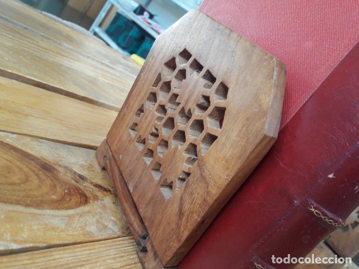 Antigüedades: Precioso sujetalibros de madera, Antiguo. Extensible. de 33cm a 47cm aprox. - Foto 3 - 149818738