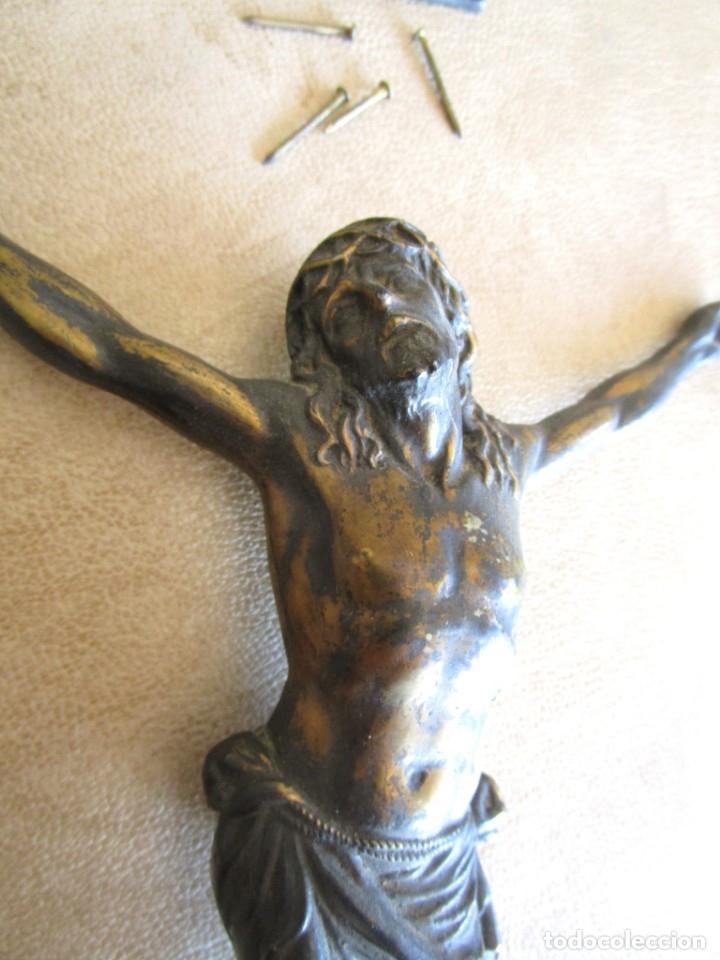 Antigüedades: figura crucifijo de laton inri años 40 20 cm x 15 cm - Foto 4 - 37741094