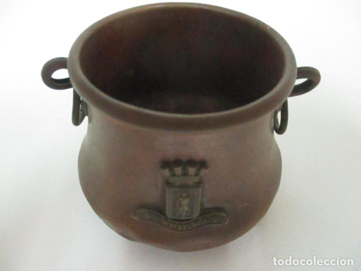 OLLA MINIATURA - COBRE - ESCUDO PERPIGNAN - S. XX (Antigüedades - Técnicas - Rústicas - Utensilios del Hogar)