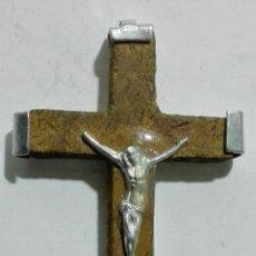Antigüedades: CRUCIFIJO MADERA Y METAL, JERUSALEN, MEDIDAS 2,5 X 4 CM. Lote 149849934