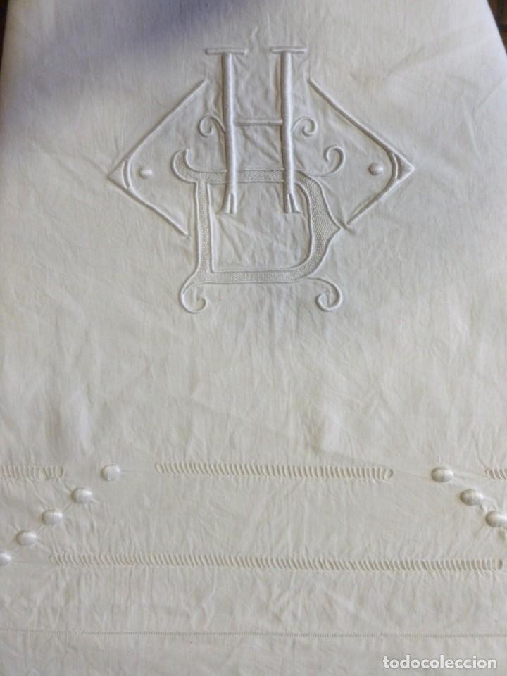 Antigüedades: ANTIGUA SÁBANA DE LINO CON VAINICAS E INICIALES BORDADAS PRINCIPIO S.XX - Foto 3 - 268582819