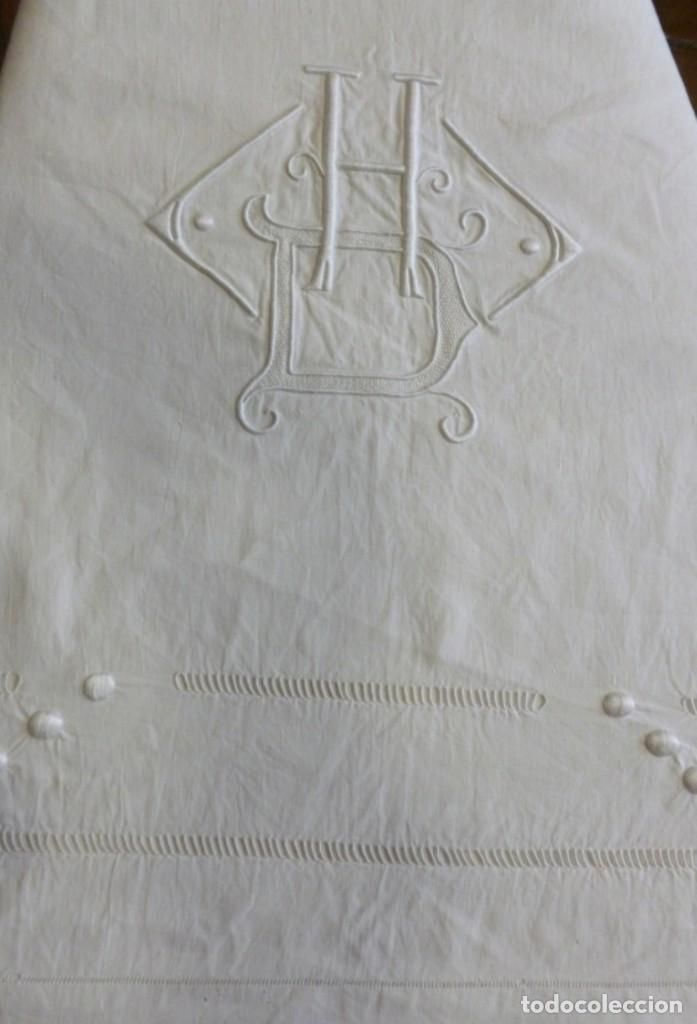 Antigüedades: ANTIGUA SÁBANA DE LINO CON VAINICAS E INICIALES BORDADAS PRINCIPIO S.XX - Foto 5 - 268582819