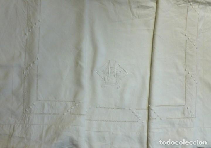 Antigüedades: ANTIGUA SÁBANA DE LINO CON VAINICAS E INICIALES BORDADAS PRINCIPIO S.XX - Foto 6 - 268582819
