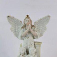 Antigüedades: PRECIOSA FIGURA EN BISCUIT ÁNGEL DE LA GUARDA. NUMERADO FINES S XIX. Lote 149938794