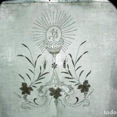 Antigüedades: 50 PAÑO DE ALTAR PARA LITURGIA DE IGLESIA, HILO ENCAJE Y BORDADO A MANO. Lote 149941606