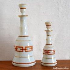 Antigüedades: JUEGO DE TOCADOR * PAREJA DE BOTELLAS EN OPALINA BLANCA * MILK GLASS CRISTAL OPALINO * 27CM Y 19,5CM. Lote 149946342