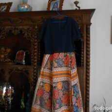 Antigüedades: VESTIDO ANTIGUO DE MUJER AÑOS SESENTA/SETENTA. Lote 149984206