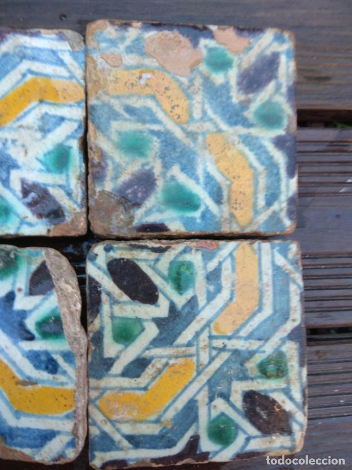 Antigüedades: Conjuntondo azulejos Sevilla siglo 16. Tamaño pequeño en técnica losa o sobrecubierta. - Foto 2 - 149993166