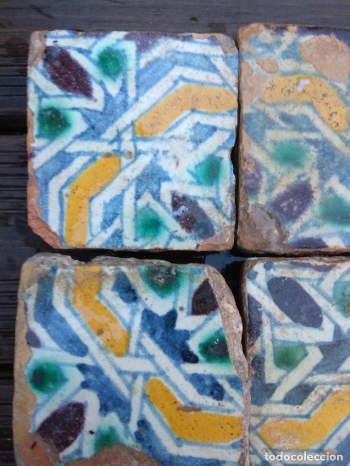 Antigüedades: Conjuntondo azulejos Sevilla siglo 16. Tamaño pequeño en técnica losa o sobrecubierta. - Foto 3 - 149993166