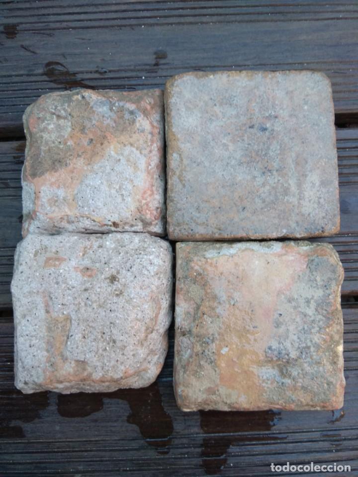 Antigüedades: Conjuntondo azulejos Sevilla siglo 16. Tamaño pequeño en técnica losa o sobrecubierta. - Foto 4 - 149993166