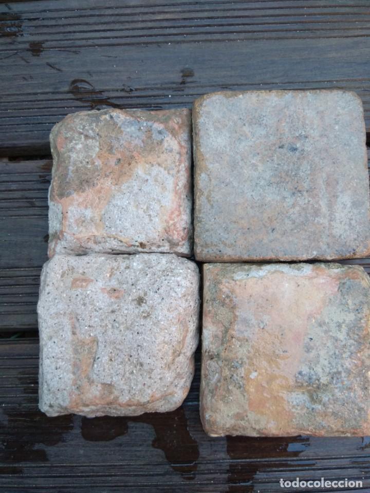 Antigüedades: Conjuntondo azulejos Sevilla siglo 16. Tamaño pequeño en técnica losa o sobrecubierta. - Foto 5 - 149993166
