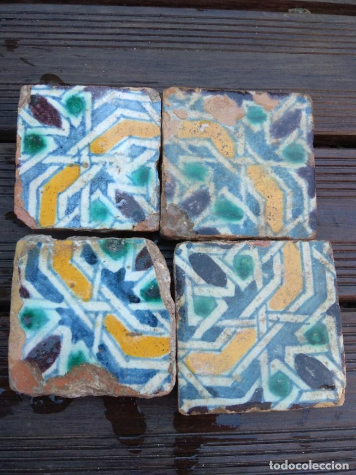 Antigüedades: Conjuntondo azulejos Sevilla siglo 16. Tamaño pequeño en técnica losa o sobrecubierta. - Foto 6 - 149993166