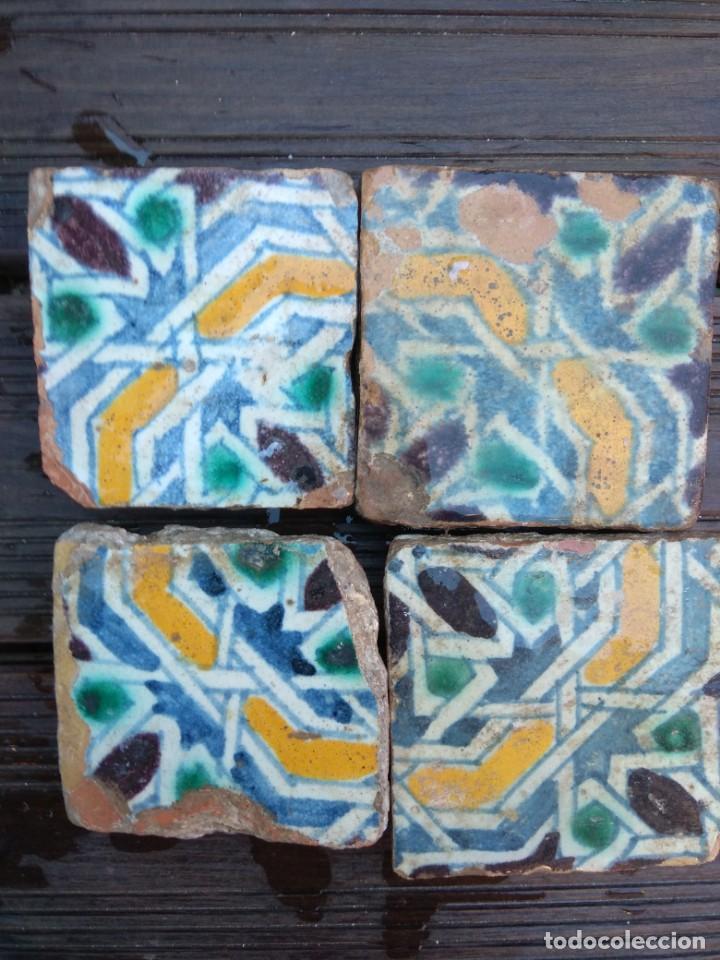 Antigüedades: Conjuntondo azulejos Sevilla siglo 16. Tamaño pequeño en técnica losa o sobrecubierta. - Foto 7 - 149993166