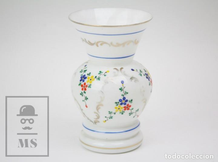 ANTIGUO JARRÓN DE VIDRIO OPALINO / OPALINA PINTADO A MANO - DECORACIÓN FLORAL - AÑOS 60-70 (Antigüedades - Cristal y Vidrio - Otros)