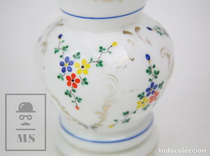 Antigüedades: Antiguo Jarrón de Vidrio Opalino / Opalina Pintado a Mano - Decoración Floral - Años 60-70 - Foto 3 - 150073542