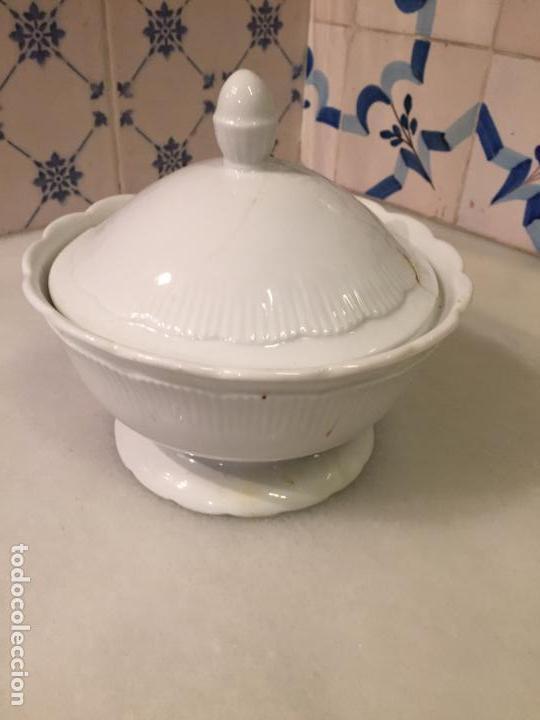 ANTIGUA SALSERA / SOPERA DE PORCELANA BLANCA AÑOS 50 (Antigüedades - Porcelanas y Cerámicas - Otras)