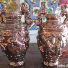 Antigüedades: PAREJA DE JARRONES DE REFLEJOS (TRIANA). Lote 150174518
