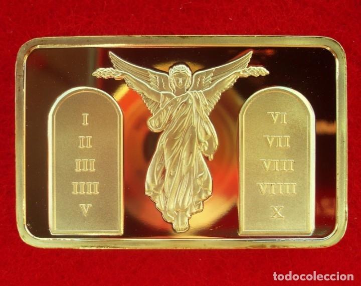 LINGOTE ORO LAMINADO JESÚS CRUCIFICADO ACOMPAÑADO DE ÁNGELES Y LA TABLA DE LOS 10 MANDAMIENTOS (Antigüedades - Religiosas - Orfebrería Antigua)