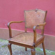 Antigüedades: ANTIGUO SILLÓN, SILLA CON BRAZOS. DE MADERA Y REJILLA.. Lote 150212478