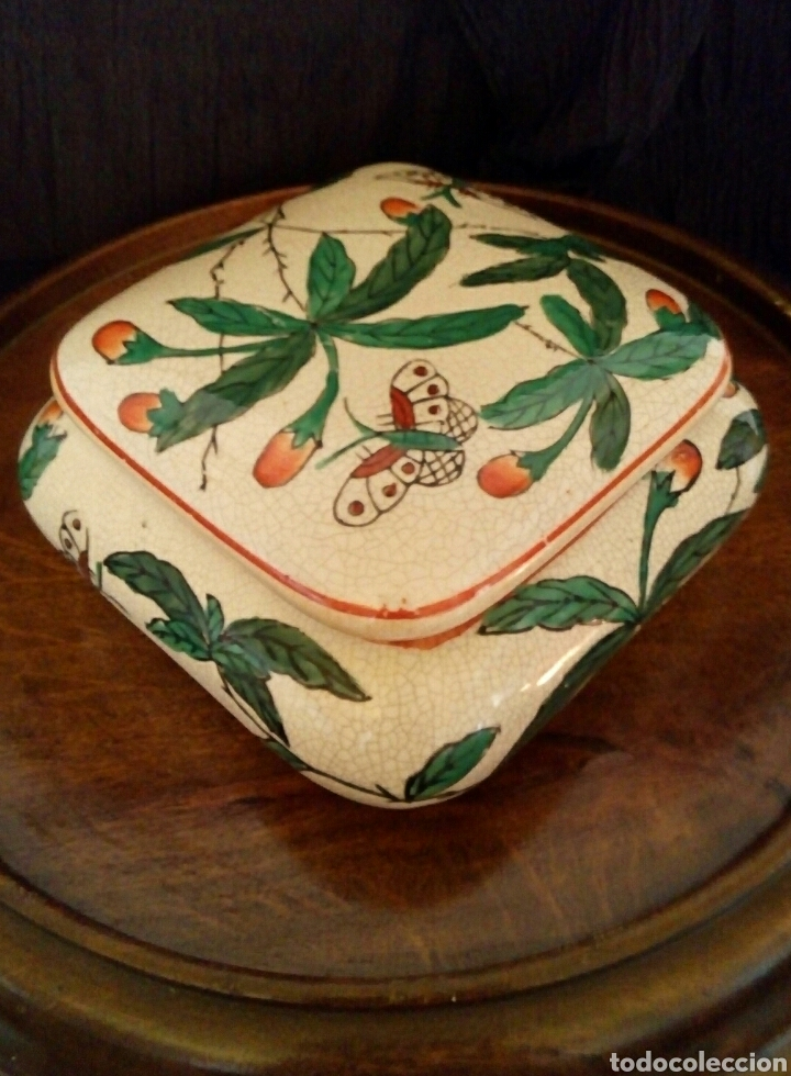 CAJA CHINA DE PORCELANA. PINTADA A MANO. SELLADA. (Antigüedades - Porcelanas y Cerámicas - China)