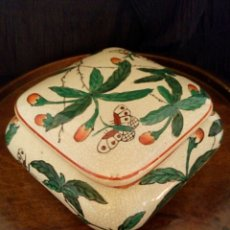 Antigüedades: CAJA CHINA DE PORCELANA. PINTADA A MANO. SELLADA.. Lote 150218146