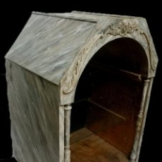 Antigüedades: ANTIGUA CAPILLA, HORNACINA, VITRINA, EXPOSITOR MARMOLIZADO Y DORADA AL ORO FINO. LEER. 79X54X48CM. Lote 147715506