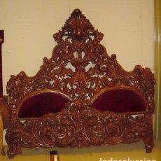 Antigüedades: CAMA REAL EN MADERA TALLADA DE PALISANDRO,. Lote 150257734