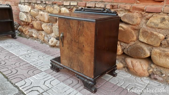 Antigüedades: Pareja de mesillas de noche antiguas estilo art decó. Dos mesitas de dormitorio antiguas vintage. - Foto 9 - 150288266