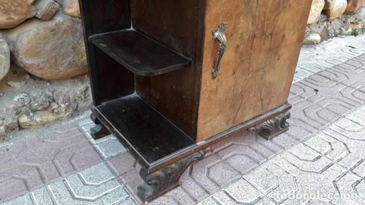 Antigüedades: Pareja de mesillas de noche antiguas estilo art decó. Dos mesitas de dormitorio antiguas vintage. - Foto 11 - 150288266