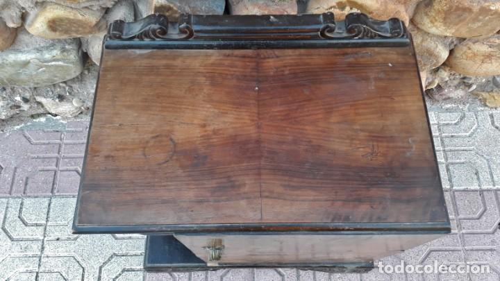 Antigüedades: Pareja de mesillas de noche antiguas estilo art decó. Dos mesitas de dormitorio antiguas vintage. - Foto 12 - 150288266