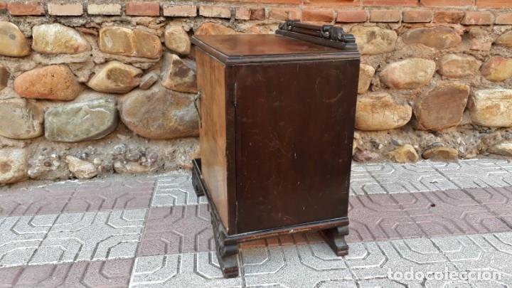 Antigüedades: Pareja de mesillas de noche antiguas estilo art decó. Dos mesitas de dormitorio antiguas vintage. - Foto 13 - 150288266