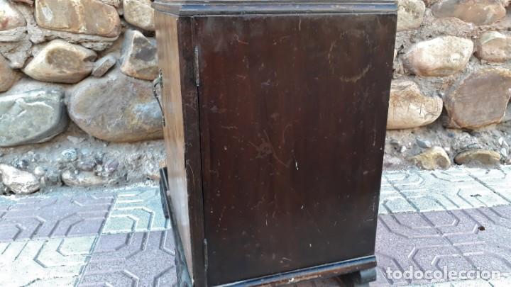 Antigüedades: Pareja de mesillas de noche antiguas estilo art decó. Dos mesitas de dormitorio antiguas vintage. - Foto 14 - 150288266
