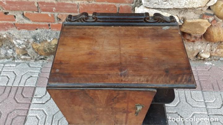 Antigüedades: Pareja de mesillas de noche antiguas estilo art decó. Dos mesitas de dormitorio antiguas vintage. - Foto 17 - 150288266