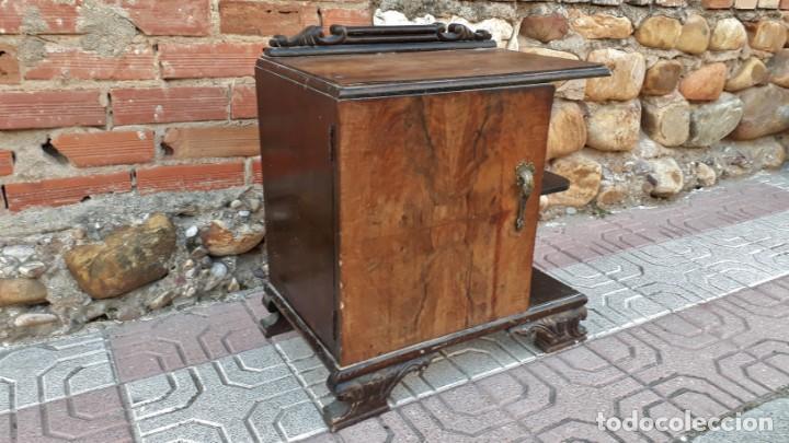 Antigüedades: Pareja de mesillas de noche antiguas estilo art decó. Dos mesitas de dormitorio antiguas vintage. - Foto 18 - 150288266