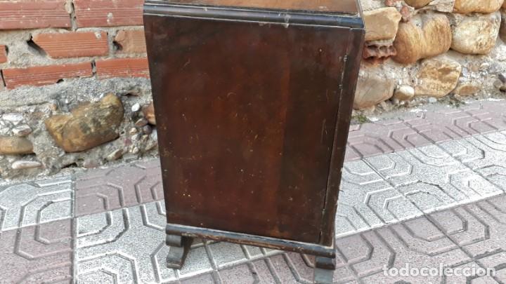 Antigüedades: Pareja de mesillas de noche antiguas estilo art decó. Dos mesitas de dormitorio antiguas vintage. - Foto 19 - 150288266