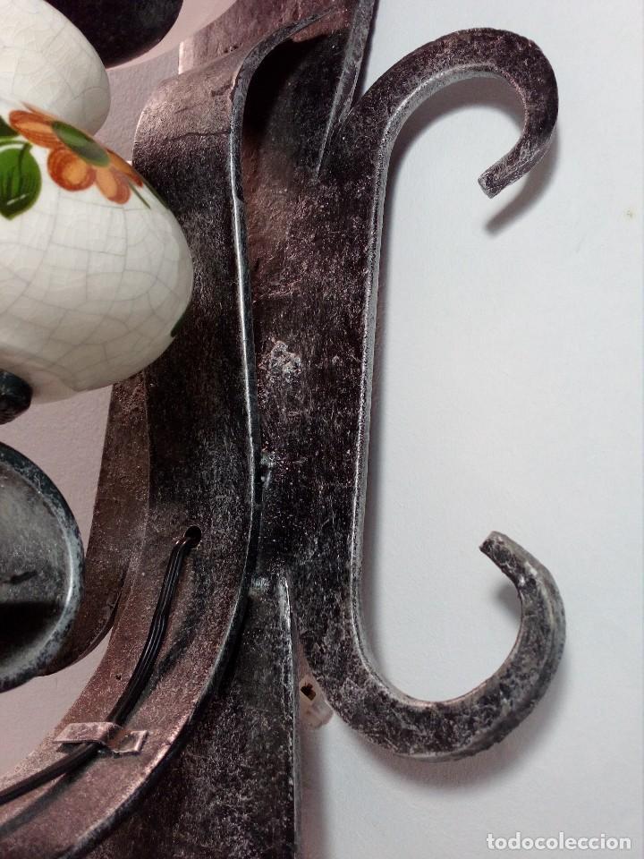 Antigüedades: LÁMPARA FAROL APLIQUE DE PARED DE HIERRO FORJADO CON CERÁMICA DE FLORES Y TULIPA - Foto 6 - 150312554