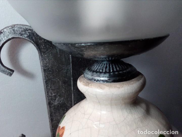 Antigüedades: LÁMPARA FAROL APLIQUE DE PARED DE HIERRO FORJADO CON CERÁMICA DE FLORES Y TULIPA - Foto 11 - 150312554