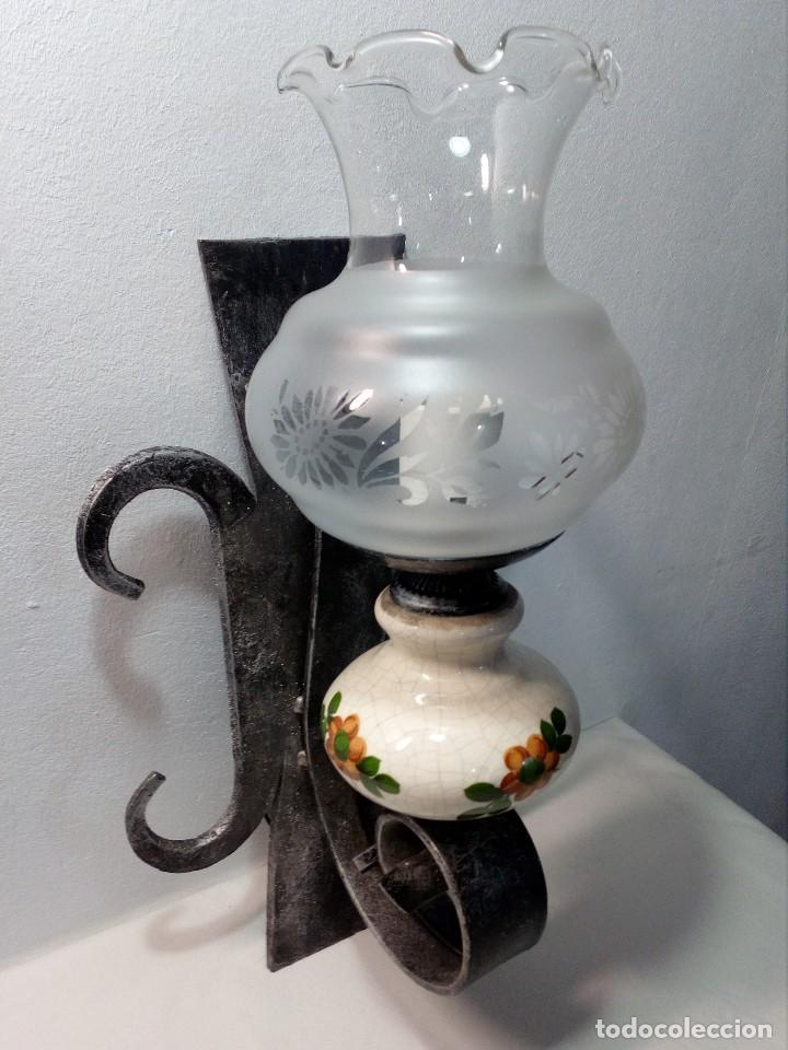Antigüedades: LÁMPARA FAROL APLIQUE DE PARED DE HIERRO FORJADO CON CERÁMICA DE FLORES Y TULIPA - Foto 2 - 150312554