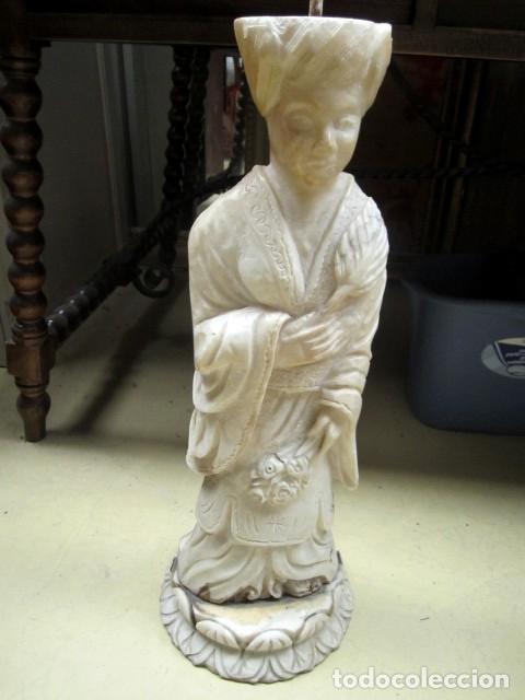 Antigüedades: Mesa de marmol antigua, el pie es una gueisa , la tapa tiene escenas de caza - Foto 2 - 150341506