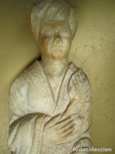 Antigüedades: Mesa de marmol antigua, el pie es una gueisa , la tapa tiene escenas de caza - Foto 6 - 150341506