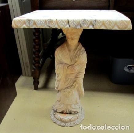 Antigüedades: Mesa de marmol antigua, el pie es una gueisa , la tapa tiene escenas de caza - Foto 7 - 150341506