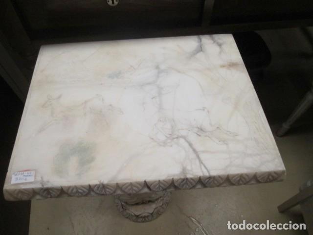 Antigüedades: Mesa de marmol antigua, el pie es una gueisa , la tapa tiene escenas de caza - Foto 9 - 150341506