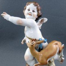 Antigüedades: ANGEL CON CERVATILLO EN PORCELANA DE ALGORA SERIE ANGELES Y ANIMALES PRIMERA MITAD DEL SIGLO XX. Lote 150352070