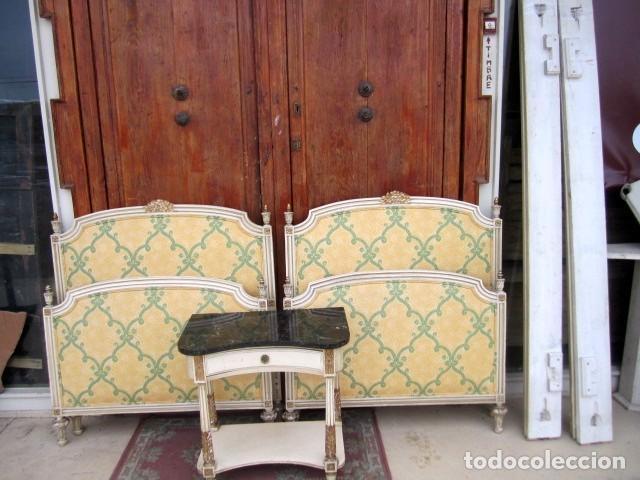 PAREJA DE CAMAS DE 90 ESTILO LXV CON MESILLA DE NOCHE (Antigüedades - Muebles Antiguos - Camas Antiguas)