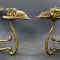 Antigüedades: PAREJA DE CANDELABROS ART NOUVEAU EN BRONCE DORADO HACIA 1910. Lote 150393462