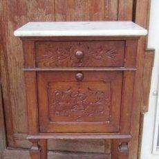 Antigüedades: MESILLA DE NOCHE RUSTICA ANTIGUA, TAPA MARMOL . Lote 150401230