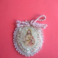 Antigüedades: ANTIGUO ESCAPULARIO DETENTE JESÚS ESTA CONMIGO, VENGA NOSOTROS TU REINO. LANA BORDADA. Lote 150403965